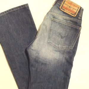 Retro Mid-Rise Diesel Boot Cut Jeans - size 26